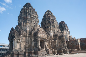PHRA PRANG SAMYOD [ LOPBURI - Travel Thai Asia ].THE  THREE CRESTS  PHRA PRANG
