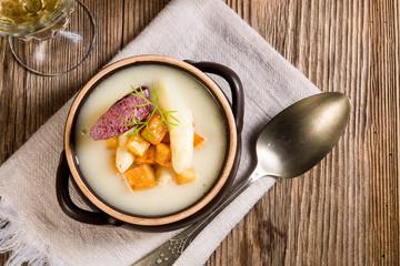Asparagus Soup with Apple cubes