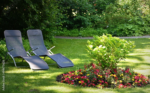 Jardin avec chaises longues stock photo and royalty free images o - Chaises longues jardin ...
