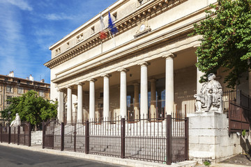 Court of appeal in Aix en Provence with statues