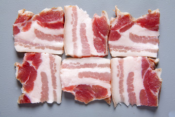 bacon raw