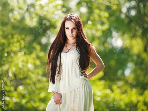 Красивые девушки в парке фото