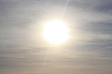 The sun , il cielo sopra il mare.
