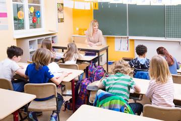 Schulklasse im unterricht clipart  Bilder und Videos suchen: integrativ