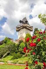 Grazer Uhrturm mit Rosen