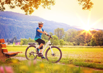woman enjoying nature with bike/e-power 06