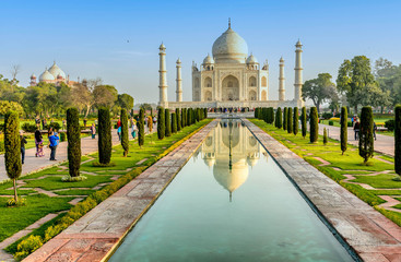 Spoed Foto op Canvas Monument Taj Mahal, Blue sky, Travel to India