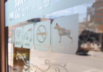 Sign on glass door (Free Wifi,Music,No smoke,Pet in)