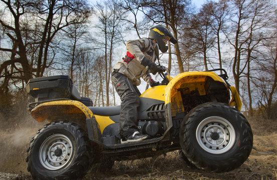 Dirt spinning of the ATV quad bike wheels