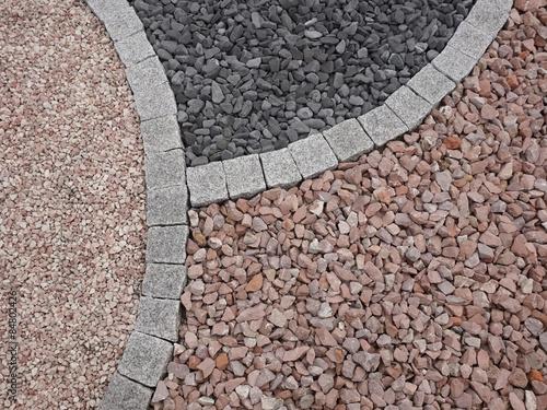 Kleiner steingarten aus granitquadern und steingranulat - Kleiner steingarten ...