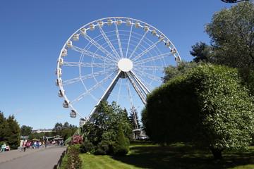 Ferris wheel on a clear Sunny day.