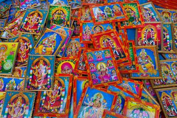 Inde. Cadres avec des  représentations hindouistes