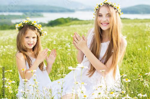 девочка, поле, ромашки, венок, букет бесплатно