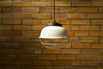lamp with birck wall -vintage tome
