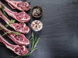 Raw lamb chops with garlic and herbs.
