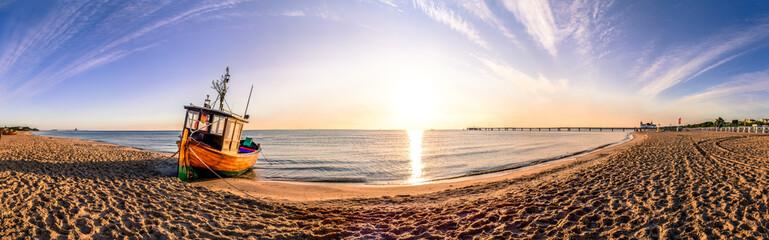 Boot am Strand Sonnenuntergang Panorama  Fototapete