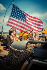 Fillette dans la Jeep Américaine