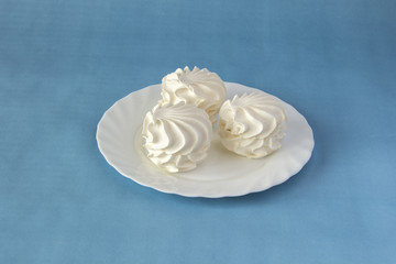 Vanilla marshmallows on a white dish