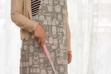 女性 掃除イメージ