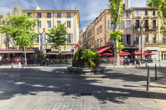 Mossy fountain on the Cours Mirabeau in Aix en Provence