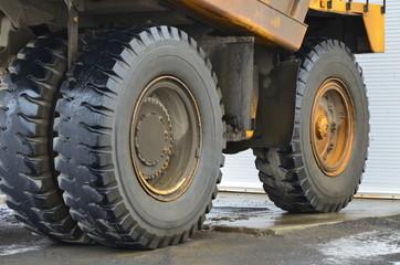 Quarry dump truck