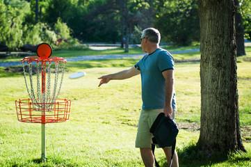 man playing frisbee golf