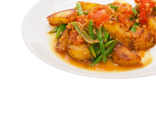 fried potatoes and runner beans with curry sauce