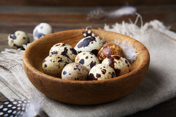 Quails eggs in bowl