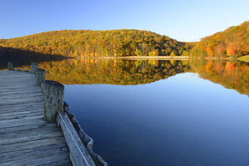 Fototapete - Mountain Lake with Dock Surrounded by Autumn Trees