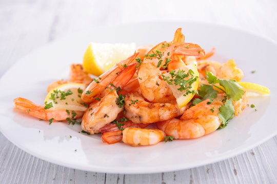 fried shrimp with garlic and parsley