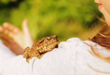 girl with frog on a her shoulder