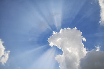 rays of the sun filtering through the clouds