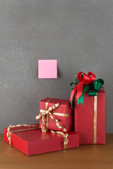 gift box and post it note