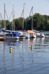 Hafen und Bojen