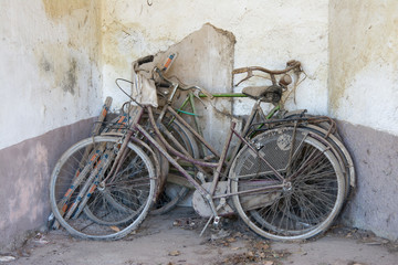 Photo sur Aluminium biciclette abbandonate