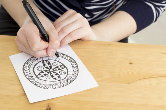 Hand drawing Entangle motif