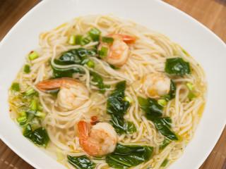 Shrimp soup with noodles