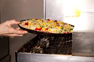 Pizza in Ofen legen