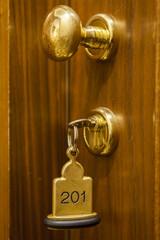Hotel Zimmerschlüssel mit Anhänger und Schlüsselring in Messi