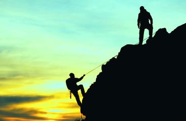 Wall Mural - iple tırmanış yapan dağcılar silüet