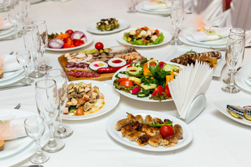 Dishes on the banquet table