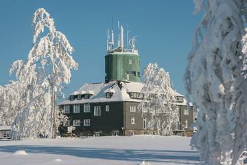 Der Astenturm auf dem winterlichen Kahlen Asten