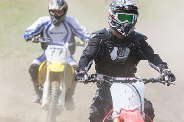 Fototapete - sfida con moto da cross