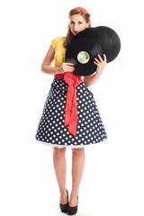 Pin up Girl präsentiert alte Langspielplatten