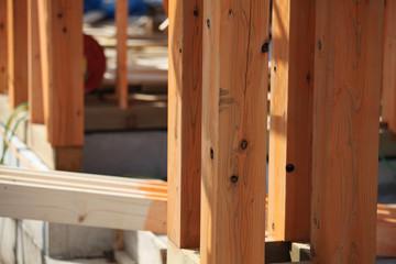 木造2階建て住宅の建築現場 イメージ 木造軸組工法 柱 クローズアップ