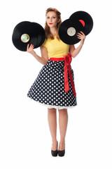 Pinup Mädchen präsentiert alte Langspielplatten