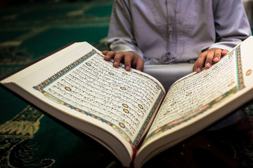 Reading Quran in a mosque