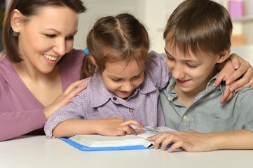 Mom with her children reading