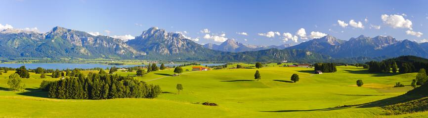 Panorama Landschaft in Bayern mit Alpen, Berge und Wiesen im Allgäu Wall mural