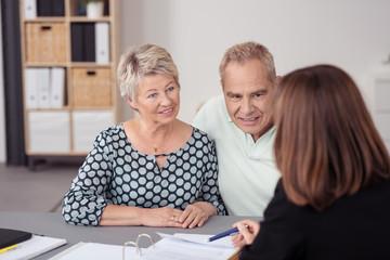 senioren im beratungsgespräch
